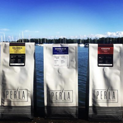 Showing the inherently beautiful flavor of #coffee through meticulous sourcing and roasting @drinkperla #coffeepackaging #coffeepackagingprinting #customcoffeebags #regram 📷: @drinkperla