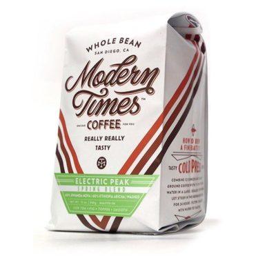 Really, really tasty #specialtycoffee roasted to perfection @moderntimesbeer in #sandiego #greatbrandsgreatpackage #coffeepackaging #customcoffeebags #coffeepackagingprinting #regram 📷: @moderntimesbeer