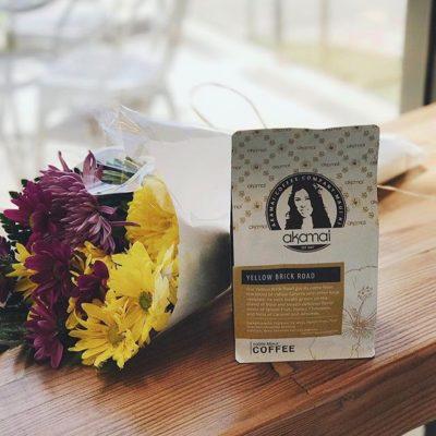 100% Maui #coffee locally grown and roasted @akamaicoffee #mauicoffee #specialtycoffee #coffeepackaging #customcoffeebags #coffeepackagingprinting 📷: @akamaicoffee