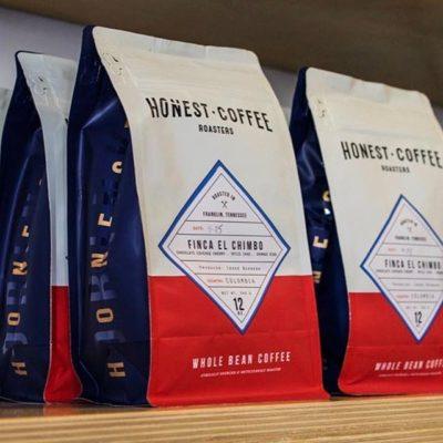 Ethically sourced, meticulously roasted and carefully brewed @honestroasters #greatbrandsgreatpackage #coffeepackaging #customcoffeebags #coffeepackagingprinting 📷: @honestroasters
