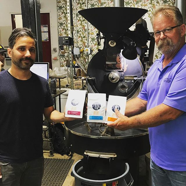 Excited to be in #Chicago for #CoffeeFest! Great time catching up with Xavier @metriccoffee in #westfulton, who roast delicious #specialtycoffee #madebyhumans. #greatbrandsgreatpackage #coffeepackaging #customcoffeebags #coffeepackagingprinting