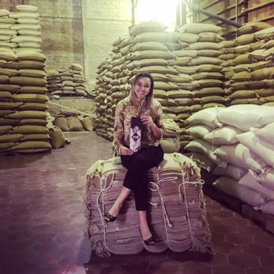 Stephanie has found the perfect resting spot in #Juayua! Visiting local #coffeemills #specialtycoffee #elsalvadorcoffee #coffeepackaging #customcoffeebags #coffeepackagingprinting