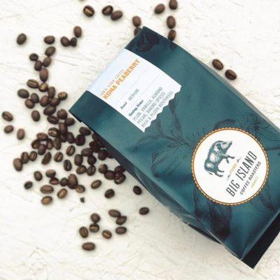 Crafting the best #specialtycoffees from Hawaii's wild and beautiful places @bigislandcoffeeroasters #greatbrandsgreatpackage #cofeepackaging #customcoffeebags #coffeepackagingprinting #coffeebags 📷: @bigislandcoffeeroasters