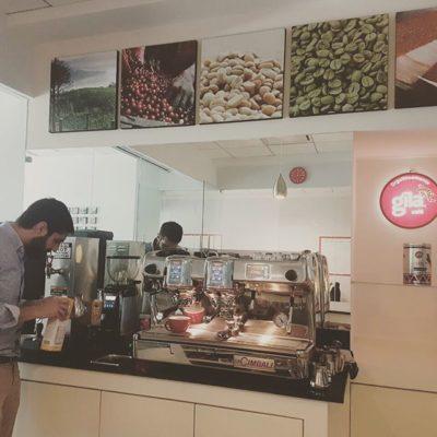 Tuvimos el placer de visitar @cafegila, gracias Diego Alanis y Marisol por su hospitalidad y el delicioso cafe #mexicocity #coffeebreak #cafestagram #cafelife #coffeeroaster