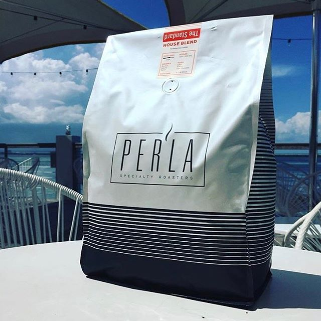 Showing the inherently beautiful flavor of #specialtycoffee through meticulous sourcing and roasting @drinkperla #qualityinsideout #coffeepackaging #customcoffeebags #coffeepackagingprinting 📷: @drinkperla