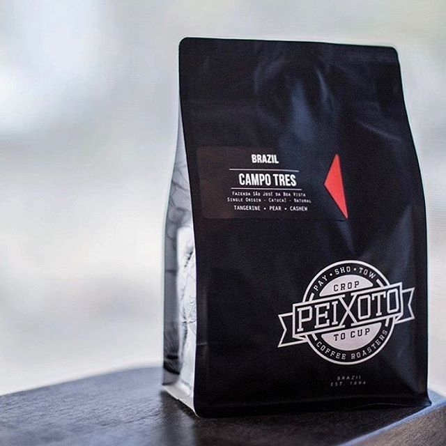 #specialtycoffee grown, roasted and brewed @peixotocoffee – a true #croptocup experience from their family #coffeefarm in Brazil to your cup #qualityinsideout #coffeepackaging #customcoffeebags #coffeepackagingprinting 📷: @peixotocoffee