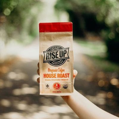 💯 Fresh 💯 Fair 💯 Organic @riseupcoffee #qualityinsideout #coffeepackaging #customcoffeebags #coffeepackagingprinting 📷: @riseupcoffee