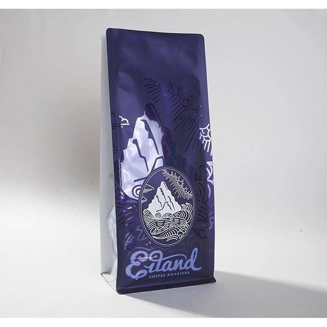 How about this beautiful half matte / half gloss finish! Gorgeous coffee bag printed for @eilandcoffeeroasters #print #packaging #matte #gloss #finish #coffeepackaging #coffee #printing #hawaii  #oahu