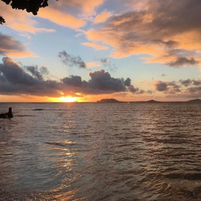 #sunsets + #fridays = #helloweekend 😍 #tgif happy #alohafriday #friyay!