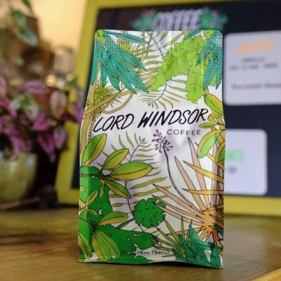 Roasting exceptionally good #specialtycoffee and making it accessible to everyone @lordwindsorcoffee in #longbeach #greatbrandsgreatpackage #customcoffeebags #coffeepackaging #coffeepackagingprinting
