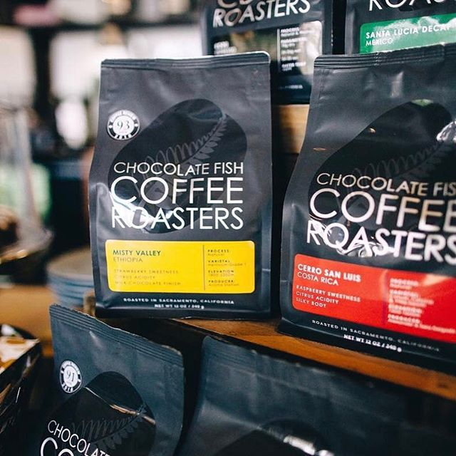 Small batch relationship coffees @chocfishcoffee, spreading happiness and good coffee daily in #sacramento #greatbrandsgreatpackage #coffeepackaging #customcoffeebags #coffeepackagingprinting 📷: @chocfishcoffee