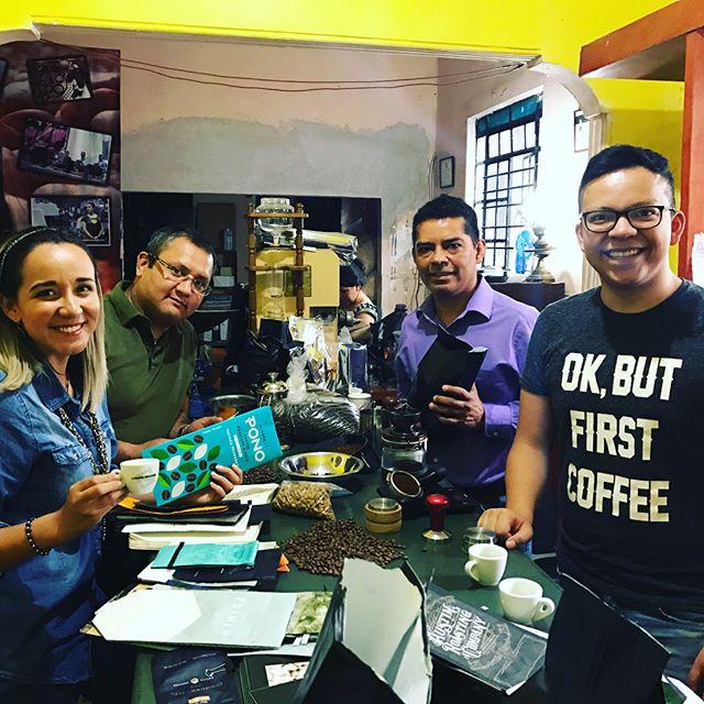Una buenisima tarde con Alvaro y Christopher Carrasco de @carrascocafe, y Luis Leyva – productor de Nube Pluma cafe. Se lucieron, fue un placer conocerlos y disfrutar de su gran Café 👏🙌