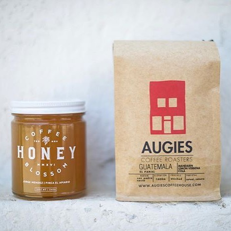 What could be sweeter? @augiescoffee and #coffeeblossomhoney 🍯 🐝 from the same farm in Guatemala! #specialtycoffee #coffeepackaging #qualityinsideout #customcoffeebags #coffeepackagingprinting 📷: @augiescoffee