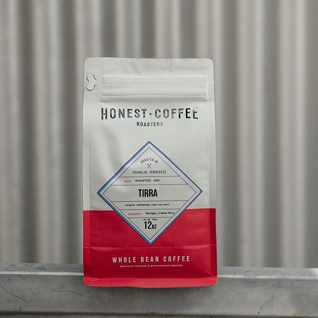 A ☕️ shared with a friend is happiness tasted and time well-spent @honestroasters #qualityinsideout #coffeepackaging #customcoffeebags #coffeepackagingprinting 📷: @4thebirds