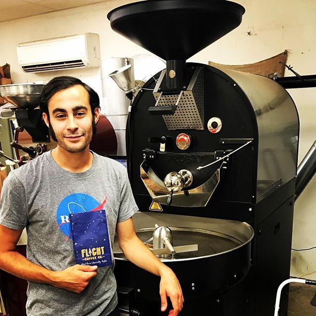 What better way to start the week than roasting with Tom @flightcoffeeco in #BedfordNH 🚀 🔥#eastcoastspecialtycoffee #qualityinsideout #coffeepackaging #customcoffeebags #coffeepackagingprinting