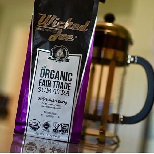 💯organic 💯fair trade Responsibly grown and wickedly roasted @wickedjoecoffee #qualityinsideout #coffeepackaging #customcoffeebags #coffeepackagingprinting 📷: @boozedancing, @wickedjoecoffee