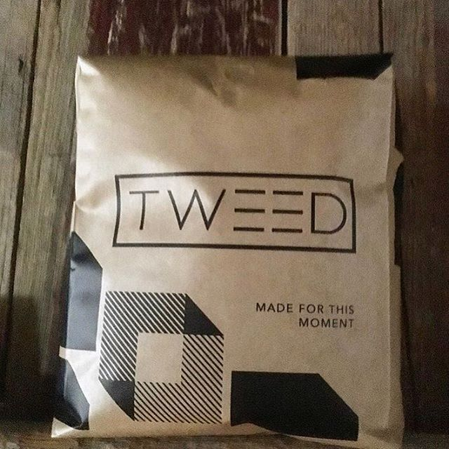Love this fresh #wholesalecoffee packaging @tweedcoffee, who are weaving moments through #coffee and proudly roasting in #Texas 🔥 #specialtycoffee #qualityinsideout #customcoffeebags 📷: @tweedcoffee