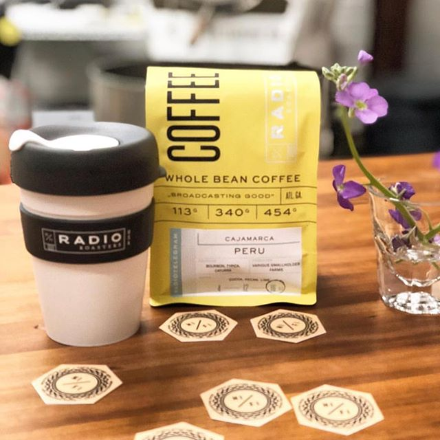 We're fans of this cheerful new packaging @radioroasters, as well as their craftfully roasted #singleorigin coffees #broadcastinggood #specialtycoffee #coffeepackaging 📷: @radioroasters