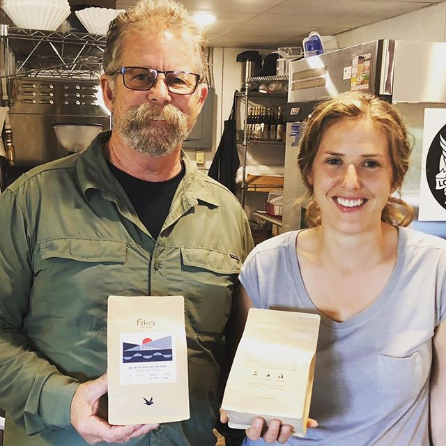 Awesome catching up with Stephanie Lindstrom @fikacoffee, fresh roasted in #LutsenMN 🙌🏽#specialtycoffeeroaster #coffeepackaging #customcoffeebags