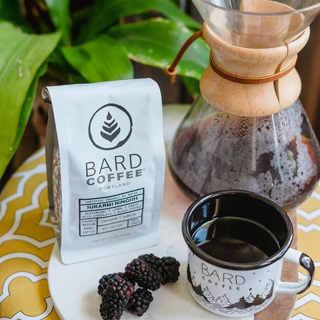 Telling a story in every delicious cup @bardcoffee, where coffee is carefully sourced, roasted and prepared in #PortlandMaine. #specialtycoffeeroaster #coffeepackaging #customcoffeebags 📷: @bardcoffee