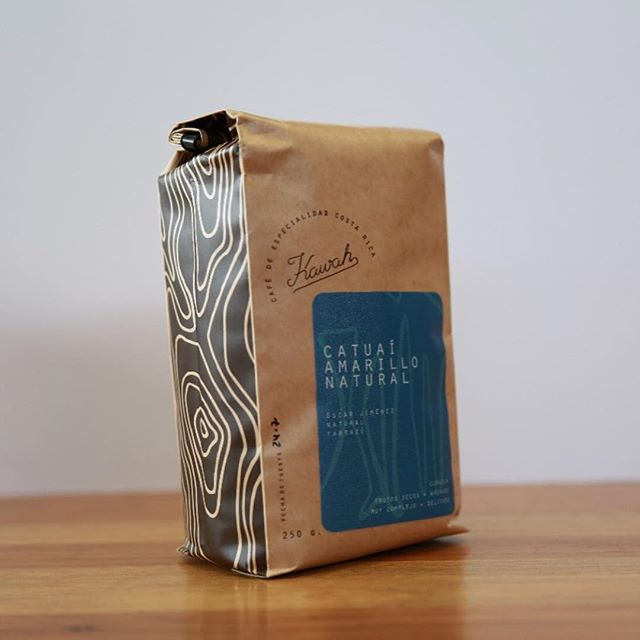 Great coffee deserves great packaging @kawahcafe 🇨🇷 #costaricacoffee #specialtycoffee #coffeepackaging #customcoffeebags 📷: @kawahcafe