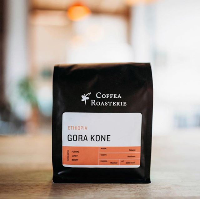 Sourcing, roasting, brewing and serving coffee without compromise @coffearoasterie #specialtycoffeeroaster #qualityinsideout #coffeepackaging #customcoffeebags 📷: @coffearoasterie