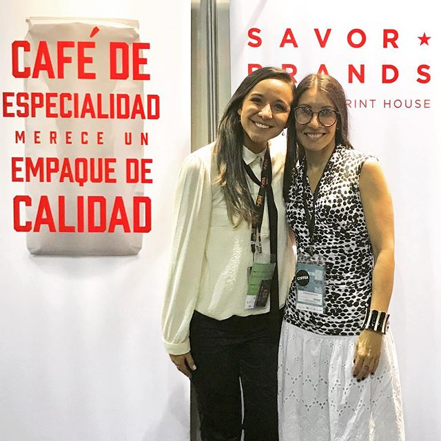 Amazing catching up with our dearest friend and esteemed neuroscientist Fabiana Carvalho @thecoffeesensorium #womenincoffee #coffeecommunity #specialtycoffee #cafesdobrasil #semanainternacionaldocafe #conectadospelocafe #brazilcoffee