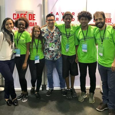 We had an awesome time meeting the inspiring young baristas and team @cafeteriadoprodutor, an uplifting youth barista association dedicated to training youths from underserved areas and giving them opportunities to succeed in the coffee industry. 🙌🏻 🙏🏻 Obrigado! #coffeechanginglives #coffeecommunity #specialtycoffee #cafesdobrazil #semanainternacionaldocafe #conectadospelocafe #brazilcoffee #icwbrazil #brazilcoffeeexpo