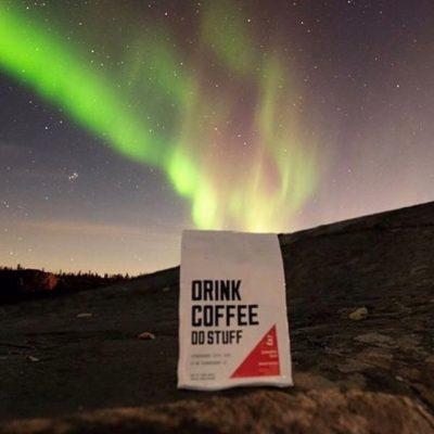 Fueling adventures @drinkcoffee_dostuff 🤘🏽#laketahoe #specialtycoffeeroaster #coffeepackaging #customcoffeebags 📷: @jackfusco