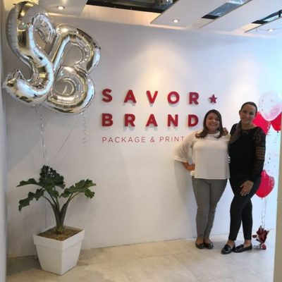 We're excited to open our El Salvador office as we continue to support the #specialtycoffee community in Latin America and across Europe.  Stephanie and Sara are happy to be of help and provide the best possible service to you!  If you are in El Salvador or happen to be doing an origin trip in the region 🇸🇻, please be sure to stop by and say hello! 🤙🏽 . . Estamos emocionados por la inauguración de nuestra oficina en El Salvador y seguir brindando apoyo a la comunidad de #specialtycoffee en America Latina y en toda Europa. ¡Stephanie y Sara están felices de ayudarte y de brindarte el mejor servicio posible! y si estás realizando un viaje de origen en El Salvador 🇸🇻 por favor asegúrate de pasar a saludarnos! 🤙🏽 . . #coffeepackaging #customcoffeebags #coffeebags #specialtycoffeeroaster #coffeeroasters #thirdwavecoffee #coffeebranding #coffeedesign #elsalvadorcafe #elsalvadorcoffee #cafedeelsalvador #impresiondeempaques #producciondeempaques #empaques #bolsas  #impresiondebolsas