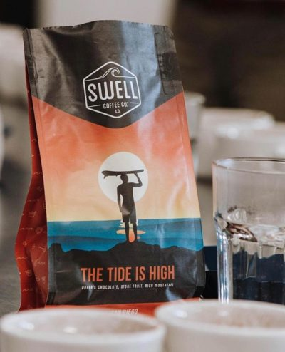 Follow the tide @swellcoffeeco_ 🤙🏽 #exceptionalcoffee #specialtycoffeeroaster #sandiegocoffee #coffeepackaging #customcoffeebags 📷: @swellcoffeeco_