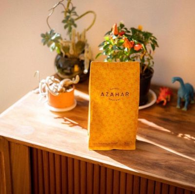 @azaharcoffee committed to honoring Colombian producers by carefully roasting and serving some of the best #specialtycoffee in the region 🇨🇴 Comprometido en honrar al productor Colombiano al tostar cuidadosamente y servir los mejores cafes especiales de la región #specialtycoffeeroaster #colombiancoffee #coffeepackaging #customcoffeebags 📷: @azaharcoffee
