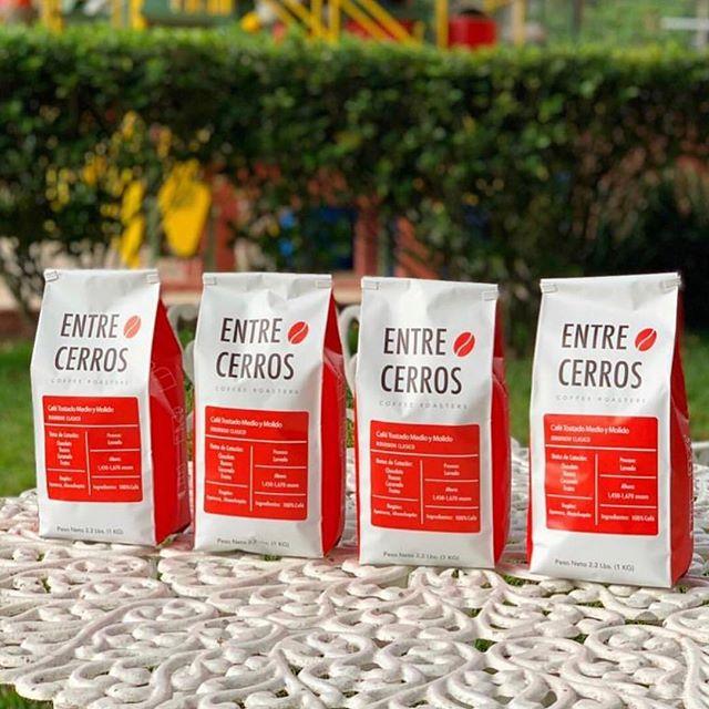 Producing and roasting high-quality specialty coffee from @sicafecoffee in El Salvador @entrecerroscafe 🇸🇻 @sicafecoffeey@entrecerroscafeproduciendoytostandocafe especialdealtacalidadenElSalvador #specialtycoffee #cafedeelsalvador #elsalvadorcoffee #coffeepackaging #customcoffeebags 📷: @entrecerroscafe