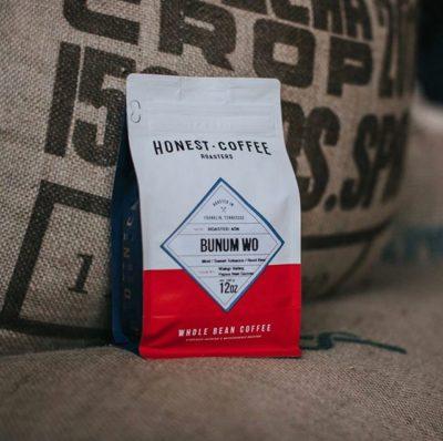 Ethically sourced + meticulously roasted + carefully brewed @honestroasters #honestcoffeeroasters #specialtycoffeeroaster #coffeepackaging #customcoffeebags 📷: @honestroasters