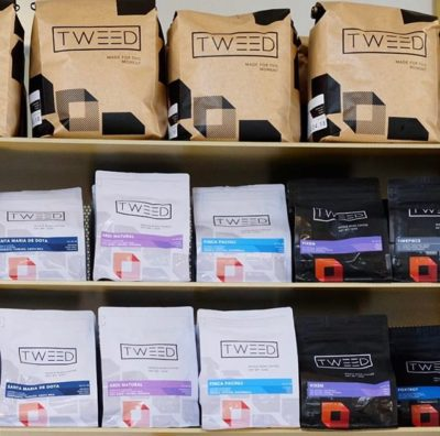 #weavemoments @tweedcoffee #tweedcoffee #specialtycoffeeroaster #coffeepackaging #customcoffeebags 📷: @tweedcoffee