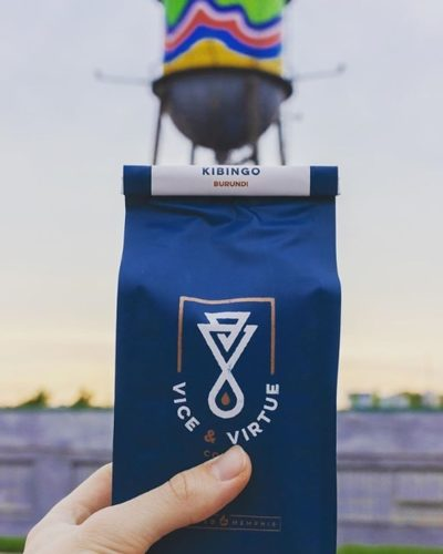 @vicevirtuecoffee Micro-batch roaster of mega-good coffee #vicevirtuecoffee #specialtycoffeeroaster #coffeepackaging #customcoffeebags 📷: @vicevirtuecoffee