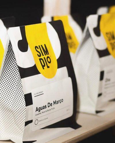 One sip is all it takes @simploworld #SIMPLoworld #specialtycoffeeroaster #coffeepackaging #customcoffeebags 📷: @simploworld