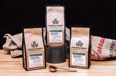 Celebrating 25 years of sharing distinctive coffees from around the world 🎉 @coffeebydesign #specialtycoffeeroaster #coffeepackaging #customcoffeebags 📷: @coffeebydesign