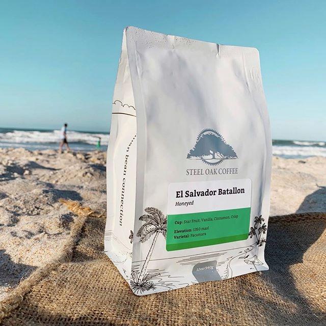 Human Bean Connection @steeloakcoffee #steeloakcoffee #specialtycoffeeroaster #coffeepackaging #customcoffeebags 📷: @steeloakcoffee