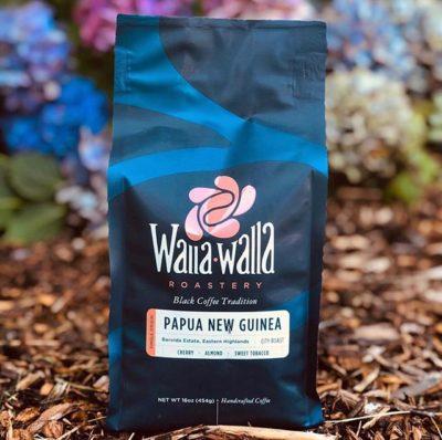 @wallawallaroastery Inspired by family, tradition, and a love of black coffee #wallawallaroastery #specialtycoffee #coffeepackaging #customcoffeebags 📷: @wallawallaroastery