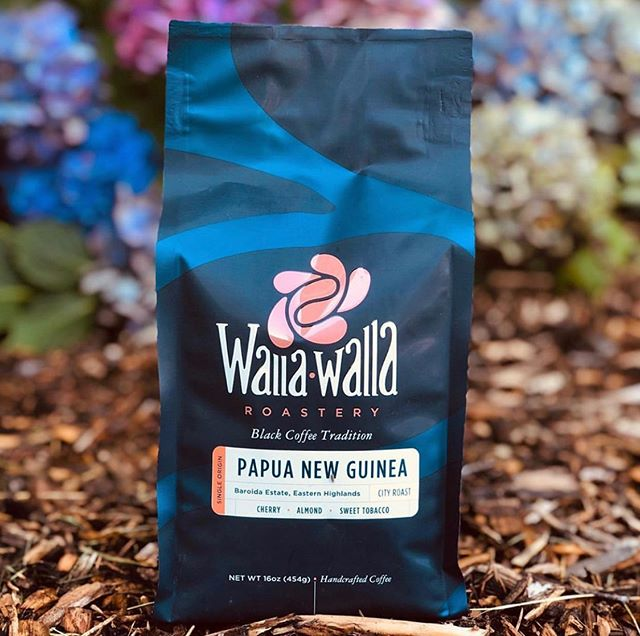 @wallawallaroastery Inspired by family, tradition, and a love of black coffee #wallawallaroastery #specialtycoffee #coffeepackaging #customcoffeebags 📷: @wallawallaroastery