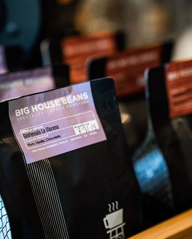 #coffeewithpurpose @bighousebeans #bighousebeans #specialtycoffee #coffeepackaging #customcoffeebags 📷: @bighousebeans
