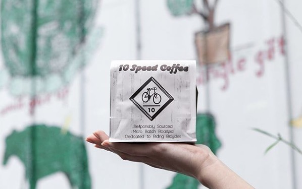 @10speedcoffee Carefully sourced, micro batch roasted, and packaged to perfection #10speedcoffee #specialtycoffeeroaster #coffeepackaging #customcoffeebags 📷: @10speedcoffee