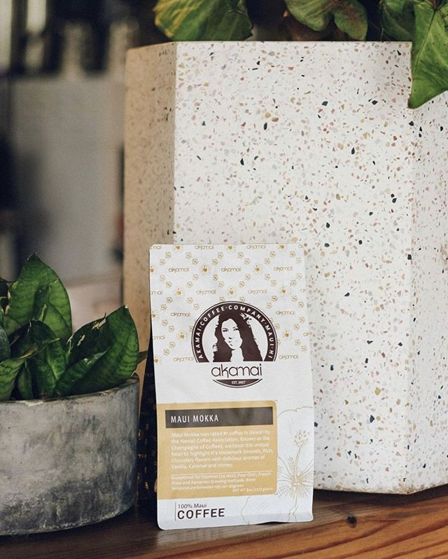 100% #MauiCoffee⠀ #akamaicoffee #specialtycoffeeroaster #coffeepackaging #customcoffeebags⠀ 📷: @akamaicoffee