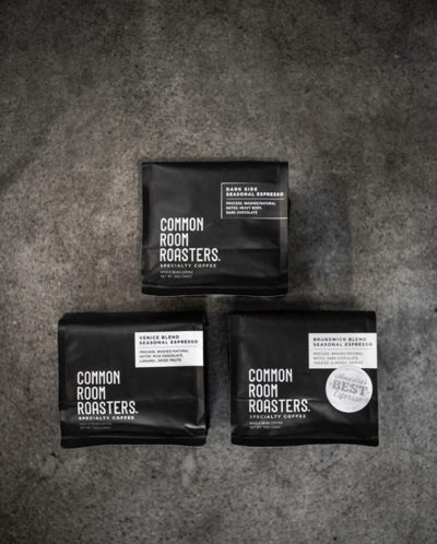 Raised in Melbourne, Roasted in California @commonroomroasters⠀ #commonroomroasters #specialtycoffeeroaster #coffeepackaging #customcoffeebags⠀ 📷: @commonroomroasters