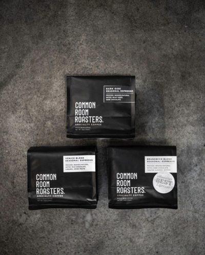 Raised in Melbourne, Roasted in California @commonroomroasters⠀ #commonroomroasters #specialtycoffeeroaster #coffeepackaging #customcoffeebags⠀ 📷: @commonroomroasters